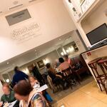 Café Kreutzkamm - ビアレストラン同様、若いスタッフのサービスは非常に雑。