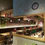 肉バル 大樹 - 今の季節は恒例のクリスマス装飾でお出迎え♪