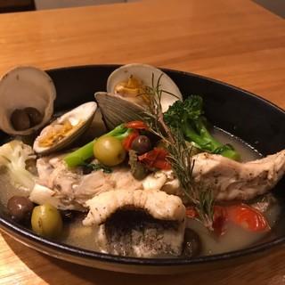 【数量限定オススメメニュー】魚介のアクアパッツァ¥1800~