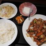 金源 - 鶏肉の黒胡椒炒めランチ