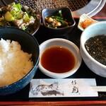 120553911 - 焼肉ランチのご飯(つや姫)とスープ・サラダ・キムチ・小鉢
