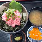 120566752 - [本日のおすすめ]ネギマグロ丼(800円)