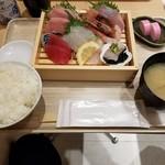 魚力食堂 - 定食。