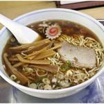 大勝軒 - 料理写真:中華そば 820円 煮干しと醤油とラードのハーモニー♪