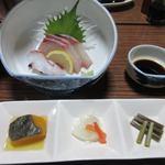 岡田屋 - 料理写真:夕食は優しくてあたたかい女将さんの作る新鮮な旬の食材を堪能できる手作り料理です。