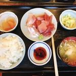 和鮮 しんま - 三色丼