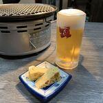 焼肉・円盤餃子 ひたち - 生ビール/サッポロ・お通し(550円)2019.11