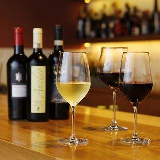 希少なワインやカクテルなど、お料理にぴったりな一杯をどうぞ。