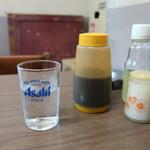 とんかつ 代々木庵 - 水とソース