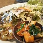120625615 - サラダ、 豚肉とセロリの味噌炒め 、ほうれん草とキノコと柿のおひたし