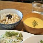 120625632 - 玄米ご飯とかぼちゃのポタージュ