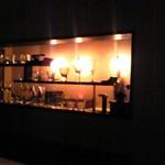 酒肴 銀杏堂 - 温かみのある木の香りと手触りのカウンター