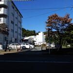 味の大西 - 神奈川トヨタ側から撮影した駐車場 (お店はここから150m位)