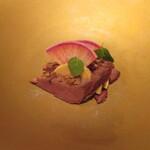 ルセット - カルガモの燻製 ミルフィーユ仕立てにしたフォアグラセル(塩) 赤大根