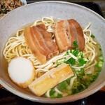 ゆがふ家 - 料理写真:沖縄そば(大)