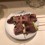 和風もつ料理 あらた - タンとハツの焼き物。