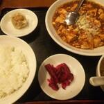 中国料理 萬里 - 麻婆豆腐定食750円 旨辛の麻婆豆腐でした。杏仁豆腐もあると嬉しい。