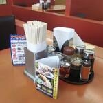山岡家 - 料理写真:テーブル上の調味料他達!
