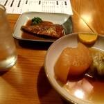 酒蔵 大太鼓 - 福岡県の米焼酎 舞水とおでんの大根とロールキャベツ、小倉の郷土料理さばのぬか炊き(さばのじんだ煮)