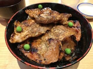 豚丼のぶたはげ 本店 - 豚丼(4枚)