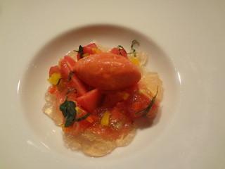 ラ・ターブル・ド・トリウミ - 初恋トマト。。全てトマトの感激の逸品、トマトをピューレにしたあとシャーベットに・群馬の初恋トマトの薄皮を剝いて・トマトのジュレの1晩かけて絞ったものをゼリーでよせて