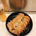 120669239 - 焼餃子二人前と生ビール(プレミアムモルツ)です。(2019.11 byジプシーくん)