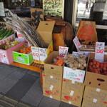 120679135 - 店頭には野菜が・・・(>_<)