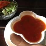 12068235 - ひよこ豆のトマトスープとサラダ
