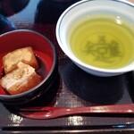 伊勢定 - わらび餅・お茶。