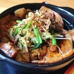 銀の舞 - 薬膳中国しょうゆ豚丼は既存の豚丼とは一風変わった豚丼です