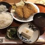 藁焼きと茶碗蒸し 西新橋魚金 - アジフライ 1,000円