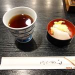 市松 - お茶、箸、お新香