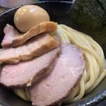 煮干しつけ麺 宮元 - 料理写真:特製極濃煮干しつけ麺1,190円のチャーシューのアップ