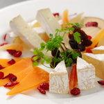 BAGUS - チーズの盛り合わせ