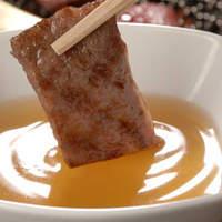 焼肉の名門 天壇 - 脂をほどよく抑え、肉の旨味を引出すつけダレで召し上がる焼肉は絶品の味わい。
