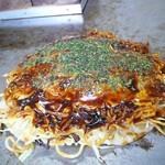 お好み焼 おがわ - 料理写真:肉玉そば・赤そば 750円