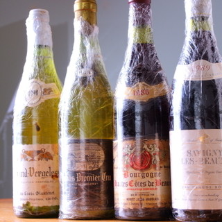 イタリアやフランスの古酒を含む約200種類のワインをご用意