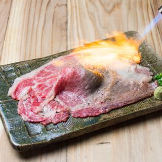 【肉寿司名物さしとろ】目の前で豪快に炙る「さしとろ」