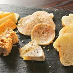 PICK UP BAR&Cafe - ジューシー鶏ハムとチーズの盛り合わせ