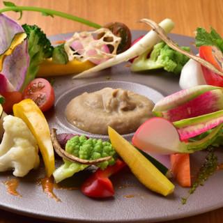 旬の味覚をたっぷり味わえる彩り豊かな一皿