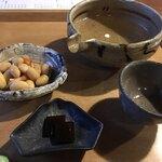 120722377 - 大豆えび煮(230円)と付き出しの昆布煮    秋鹿 特別純米(950円)