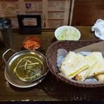 インド・ネパール料理 タァバン - サグチキン&チーズナン