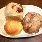 自家製酵母パン sora - 料理写真:フロマージュ クランベリー(300円)、あんチーズロール(280円)、酵母スコーン かぼちゃ(180円)