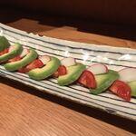 コトブキヤ酒店 厨 - アボガドトマト