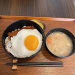 ブタサン ホッカイドウ - 料理写真:豚玉丼