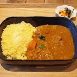 カシカ - 鶏と野菜のモロッコ風トマトシチュー クスクス添え(850円・外税)