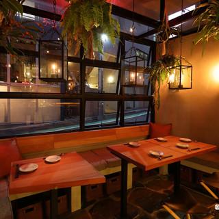 早めの食事からバータイムもオススメ。友人との会話花咲く空間