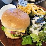 レストラン アルシオーネ コエナ カフェ - グリルチキンのハニーマスタードクリームバーガー