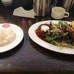 120762437 - ハンバーグとカキフライ定食 1,800円