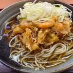 生そば・うどん あずみ - 料理写真:海鮮かき揚げそば 620円。